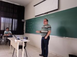 Professores Vicente Marçal e Ricardo Tassinari ministrando minicurso